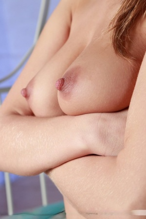 Solo model Polly E shows her perky tits and great ass in the nude