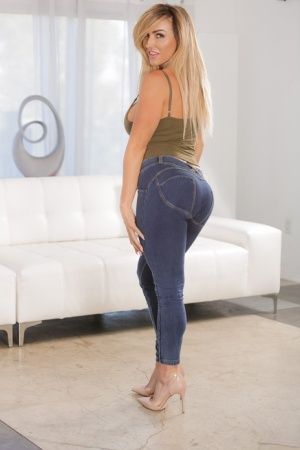 Ass In Jeans Porn at SexyGirlsPics.com