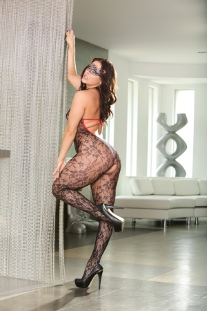 Hot white girl Gracie Glam crawls on her knees to seduce man for intercourse